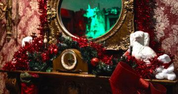 Santa_selfie_mirror